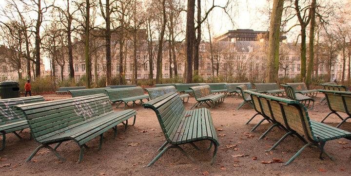 Foto banken in park